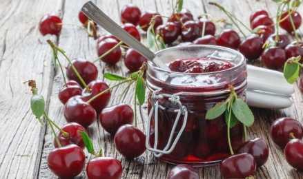 Популярные рецепты варенья из вишни без надоедливых косточек