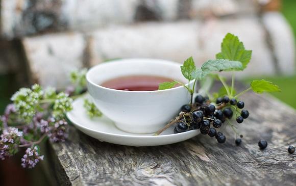 Чай с садовой ягодой