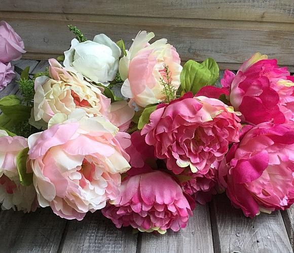 Махровые цветы разной окраски